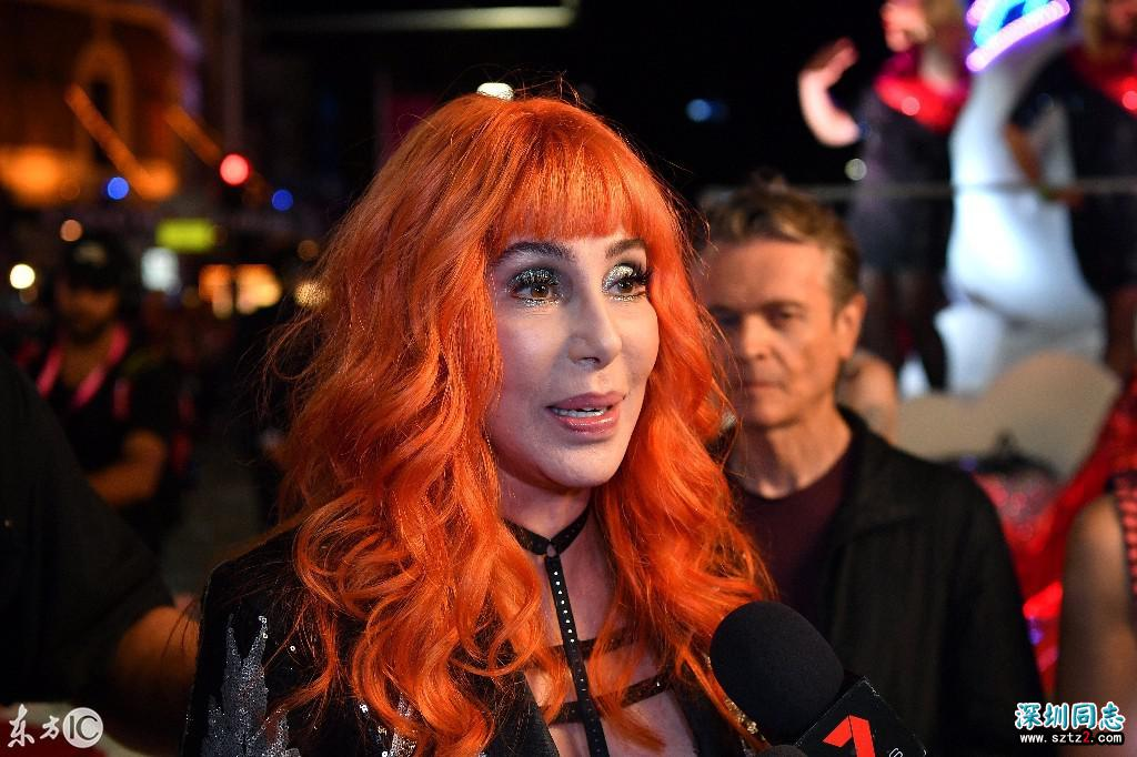 美国歌手雪儿,出席第40届悉尼同性恋狂欢节游行