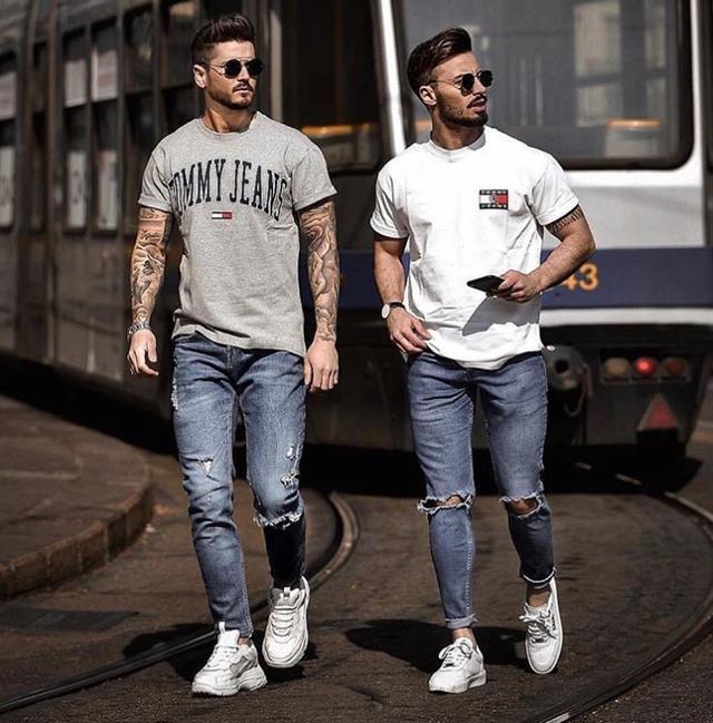 男士穿牛仔裤总觉得单调?换上九分裤的款式,造型时髦感大增