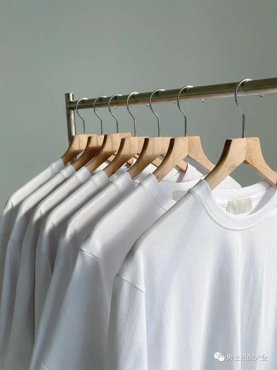 绝对百搭的白T恤要怎么买才不踩雷呢?