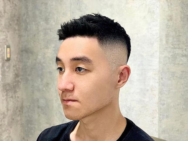 男生短发才适合夏天,剪一次可以帅很久